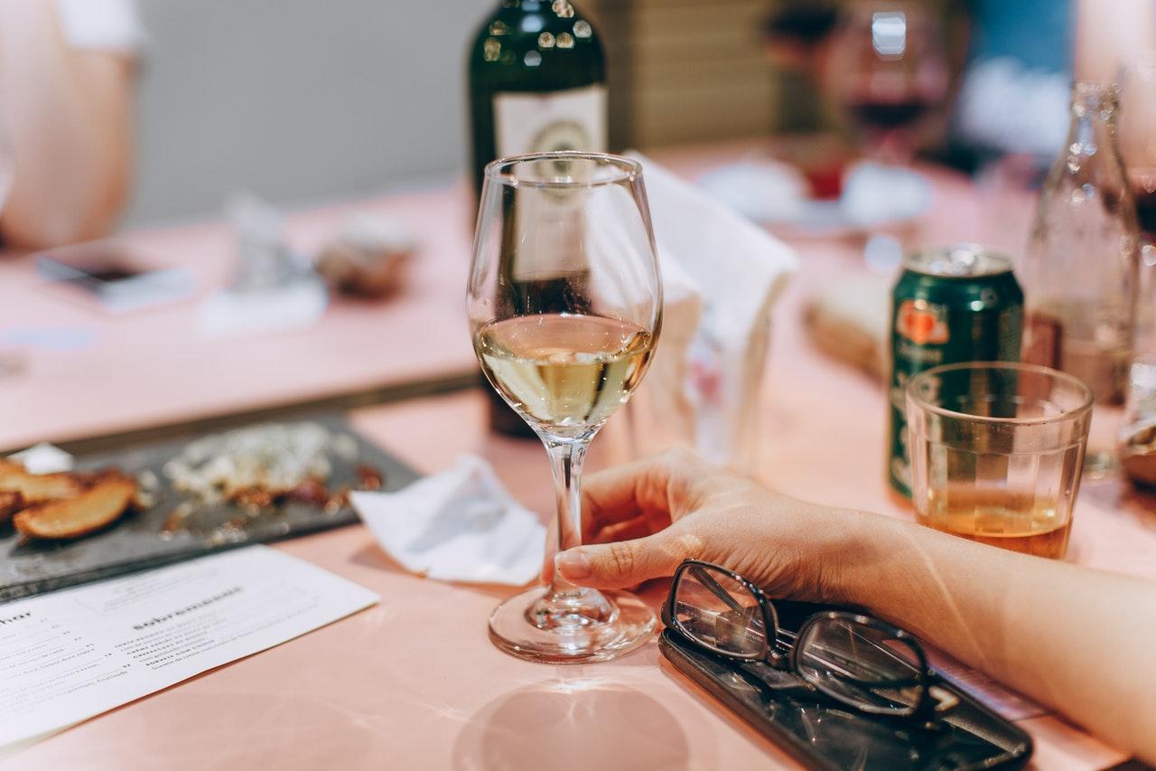 elegance handbook white wine production serving glasses varieties grapes